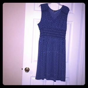 Daisy Fuentes Sleeveless V-Neckline Women's Dress.